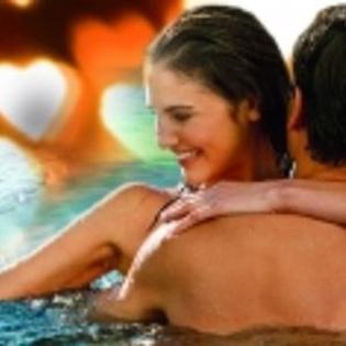 Schwimmen bei Kerzenschein zum Valentinstag