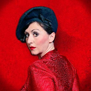 Evi Niessner singt Piaf