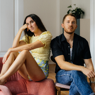 Fabian Hart und Mirna Funk lesen gemeinsam aus ihren Kolumnen